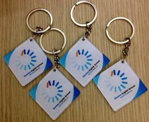 In logo lên móc khóa làm quà tặng. hotline : 0961099899