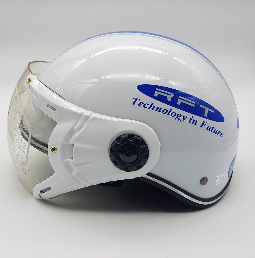 in logo lên mũ bảo hiểm rft