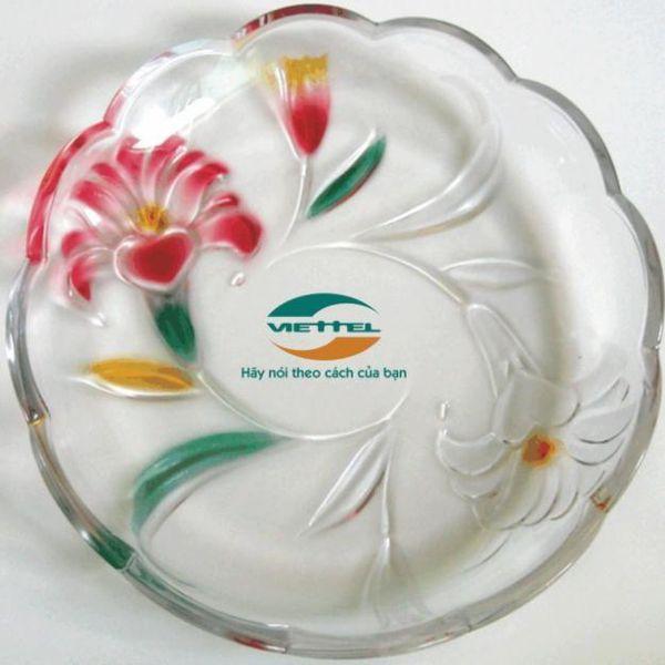 in logo lên đĩa thủy tinh