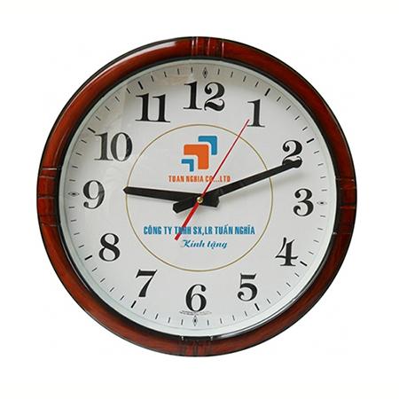 in logo lên đồng hồ treo tường tuấn nghĩa
