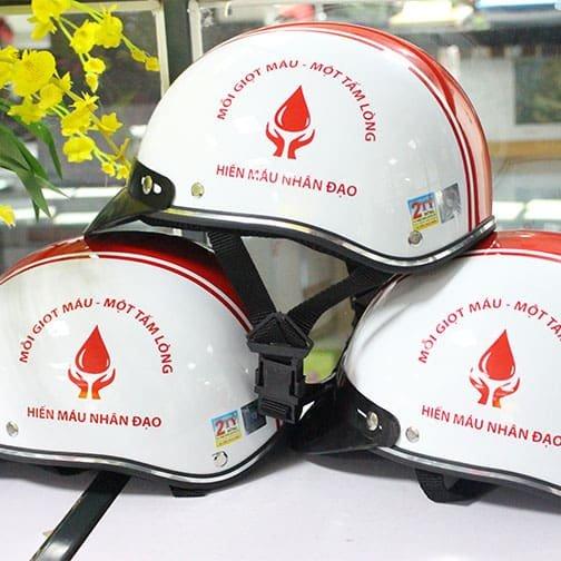 in logo lên mũ bảo hiểm hiến máu nhân đạo
