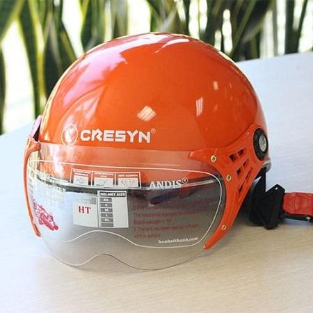 Mẫu in logo lên mũ bảo hiểm Cresyn