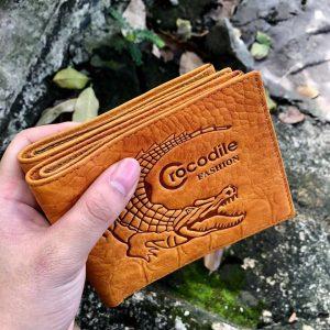 In logo cá sấu lên ví da simli