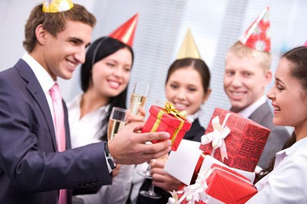 Đừng bỏ qua những món quà tặng sinh nhật nhân viên công ty ý nghĩa dưới đây