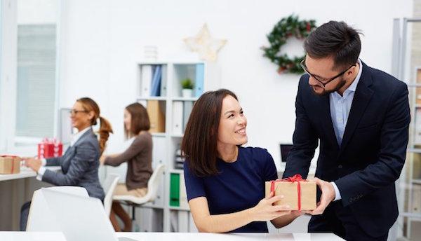 Các loại quà tặng cho nhân viên đầy ý nghĩa nên lựa chọn